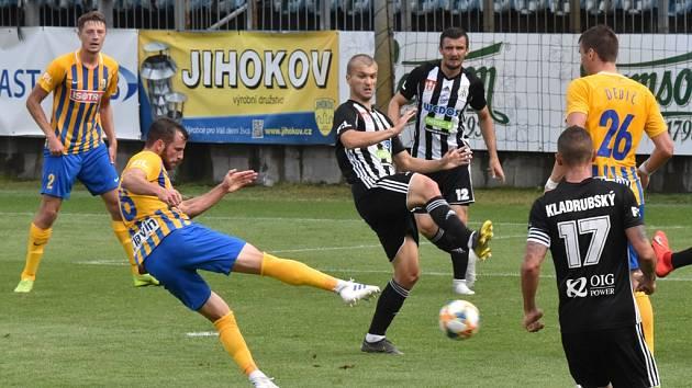Opavský Václav Jurečka střílí vítězný gól utkání: fotbalisté Dynama v premiéře I. ligy prohráli doma s Opavou 0:1.