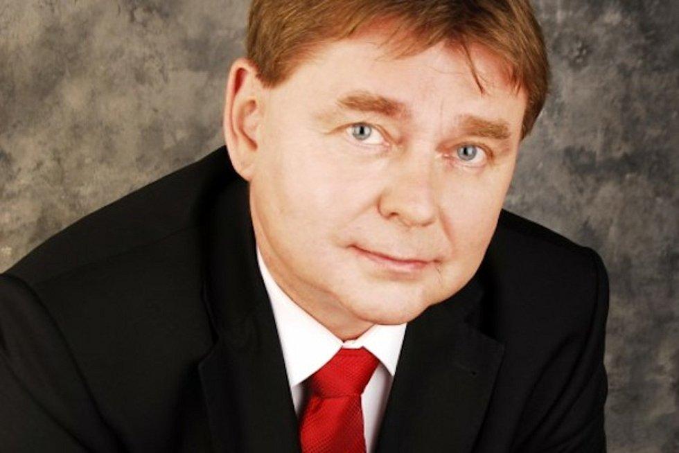 O post předsedy Jihočeského Krajského fotbalového svazu se uchází tři kandidáti. Jedním z nich je Vladimír Karmazín.