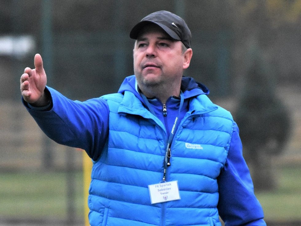Trenér Spartaku Soběslav Radek Hajič.