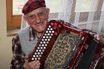 Na harmoniku se hraje nejen prsty, ale i duší.
