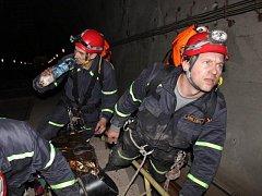 Podzemí elektrárny bylo dějištěm pátečního cvičení.