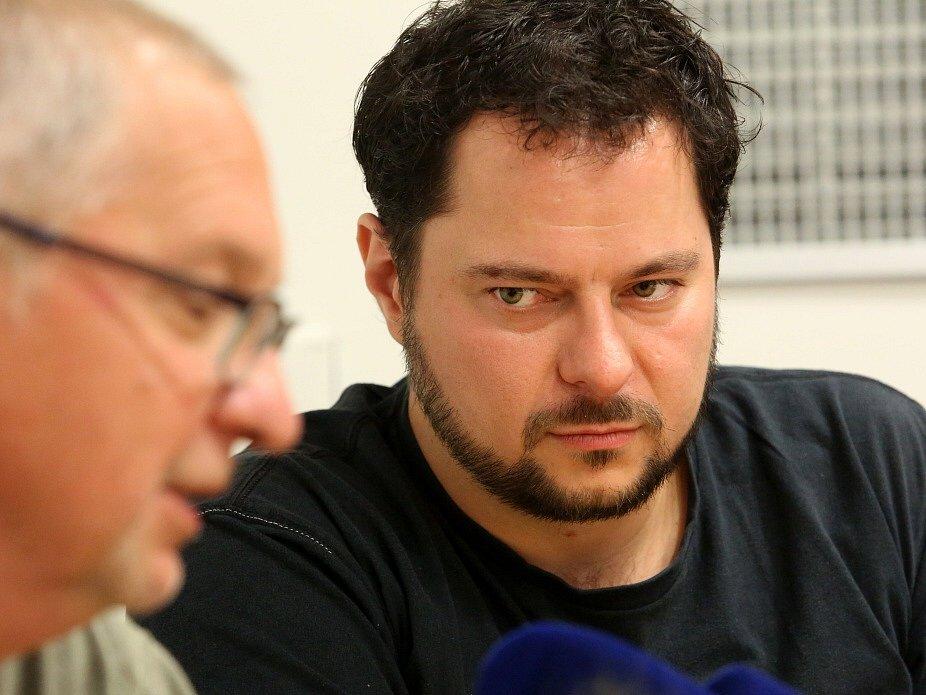 Tisková konference, kterou Jihočeské pořádalo k nové sezoně 2015 - 2016. Na snímku zleva dramaturg František Řihout a šéf opery Tomáš Studený.
