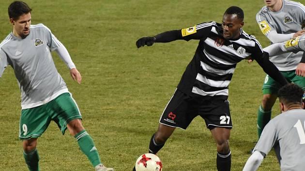 Elvis  Mashike ve II. lize proti Olympii nastoupil až v závěru, juniorce Dynama ale pomohl gólem k výhře 2:0 nad Slavií.