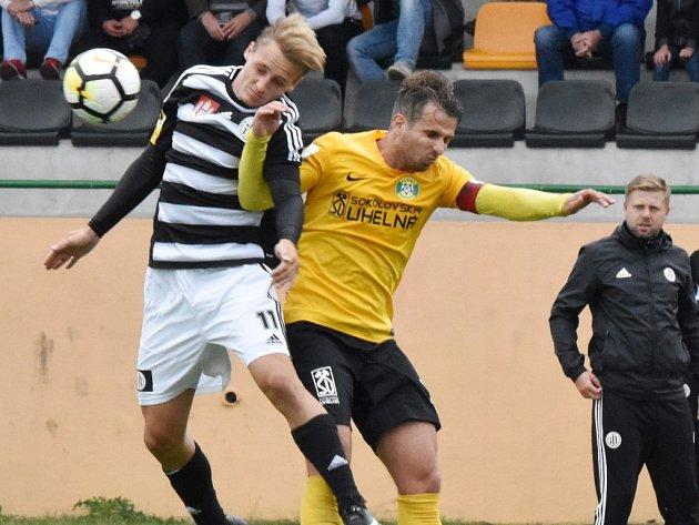 V Sokolově Dynamo vyhrálo 1:0 (na snímku Petrik Čavoš), uspěje i v nedělní odvetě doma? Už v sobotu hraje doma i Táborsko se Znojmem (začátky obou utkání v 17 hodin).