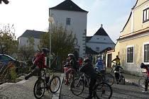 Poslední velká návštěvnická skupina dorazila na Státní hrad v Nových Hradech v sobotu na kolech.