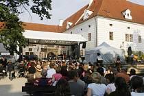 Letošní ročník festivalu Okolo Třeboně ve dnech 25. – 28. června nabídl návštěvníkům širokou paletu kulturního vyžití