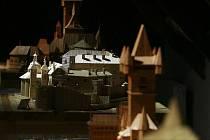 Ladislav Novák z Myšence se zasloužil o český rekord. Vytvořil největší kolekci historických objektů slepených ze špejlí. Zámek v Hluboké nad Vltavou, Karlštějn, Eiffelova věž, Křivoklát a další.