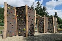 """3) Venkovní lezecká stěna – boulder na Složišti, rozpočet 690 tisíc korun. Přípravu a realizaci veřejně přístupného """"boulder hřiště"""" na Složišti navrhuje Barbora Čížková."""