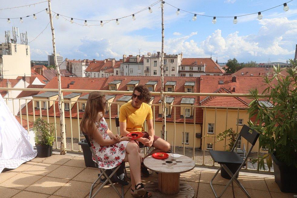 Veganpiknik na střeše Galerie Dvořák v Českých Budějovicích.