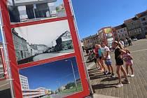 Když století městem proletí je výstava velkoformátových fotografií v Českých Budějovicích na náměstí Přemysla Otakara II.