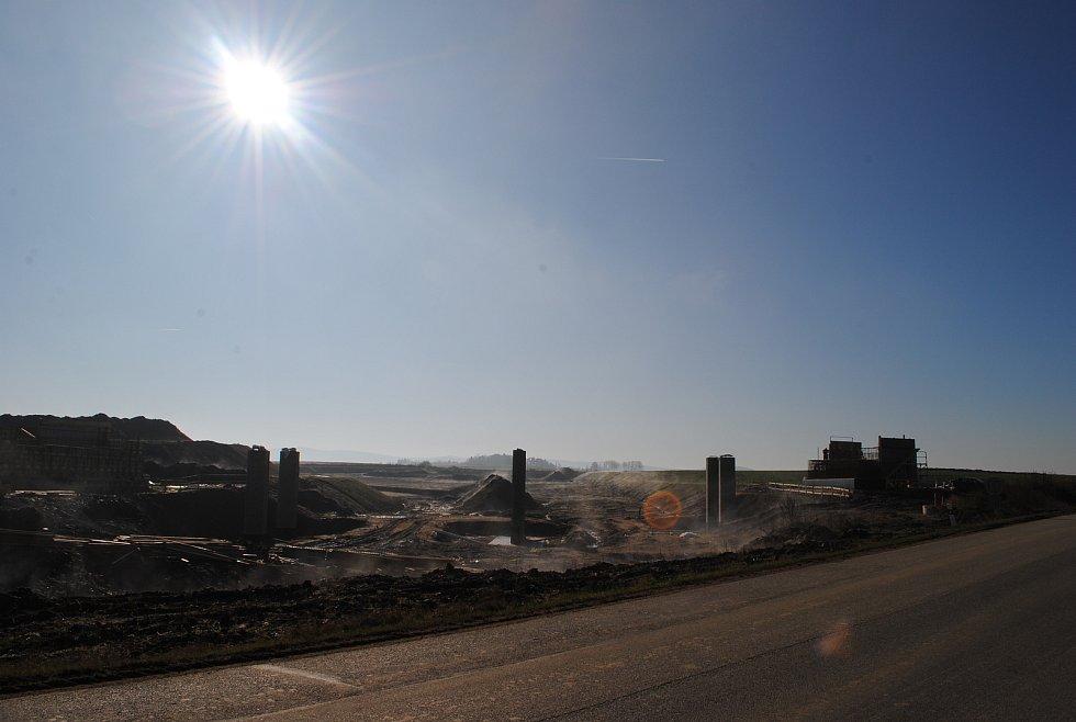 Výstavba D3 u Prostředních Svinců.