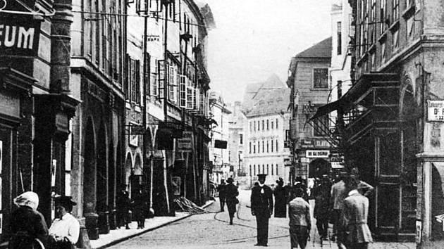 Divadelní ulice dříve.
