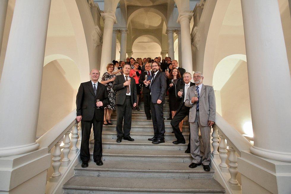 U příležitosti 70. výročí založení jihočeské Pedagogické fakulty zasedala vědecká  rada slavnostně v barokním sále Jihočeského muzea.