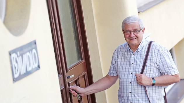 Karel Daňhel (69) skončil ve čtvrtek 30. června jako ředitel táborského Divadla Oskara Nedbala. Z funkce odchází po 26 letech, vystřídá ho dosavadní dramaturgyně scény Linda Rybáková.