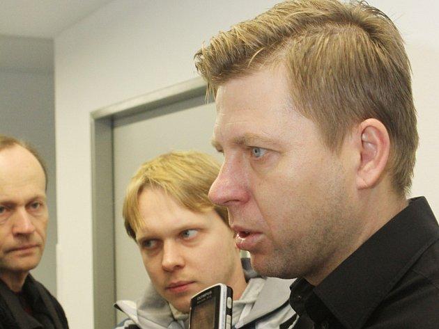 Trenér David Horejš při zahájení zimní přípravy Dynama odpovídá na dotazy novinářů.