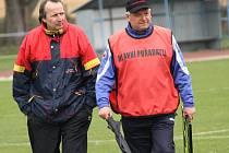 Trenér Robert Čepička (vlevo se Zdeňkem Osvaldem) dokončí ve Čtyřech Dvorech jarní sezonu a poté uvolní místo Martinu Wohlgemuthovi.