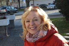 HEREČKA PROMLUVÍ. Na shromáždění před českobudějovickou radnicí se ujme slova Věra Hlaváčková.