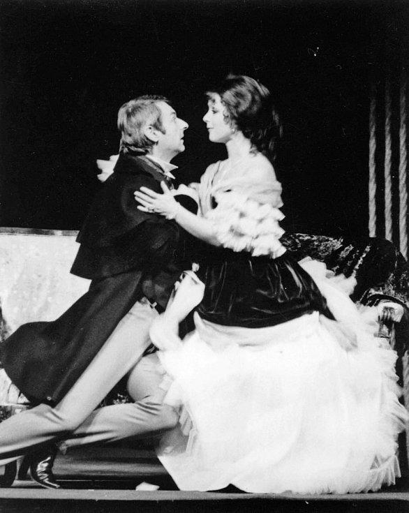 Herečka Bibiana Šimonová jako Kleopatra ve hře I chytrák se spálí, 1980.