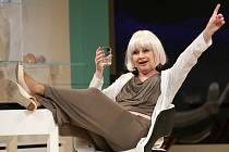 Derniéru má 26. dubna v Jihočeském divadle komedie Žena jako druh, v níž hlavní roli sobecké spisovatelky ztvárnila Bibiana Šimonová.
