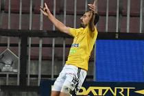 David Ledecký se raduje na Letné z gólu na 3:2 pro Dynamo.
