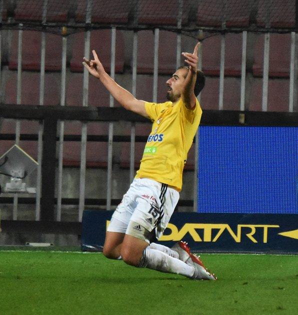 David Ledecký se raduje na Letné zgólu na 3:2 pro Dynamo.