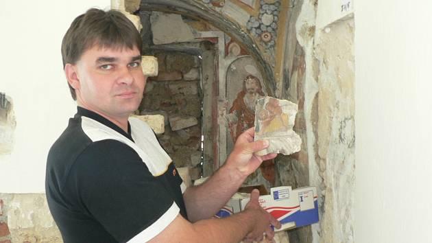 Památkou na předbělohorské majitele je výklenek, který byl náhodou objeven při poslední etapě rekonstrukce olešnického zámečku. Nachází se v něm vyobrazení sv. Jana a české nápisy, kvůli nimž se usuzuje na to, že zajímavé fresky vznikly před Bílou horou.