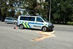 V sobotu krátce po půl čtvrté se na Dlouhé louce v krajském městě srazilo služební vozidlo policie s citroënem. Foto: Policie ČR