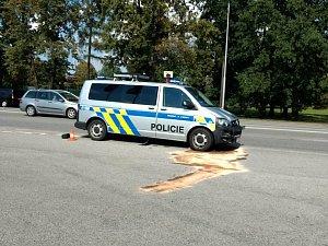 Policisté uháněli s majáky, střetli se s jiným autem