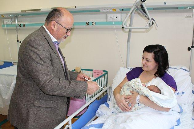 Primátor navštívil vúterý maminku prvního letošního miminka a malou Soničku si pochoval.