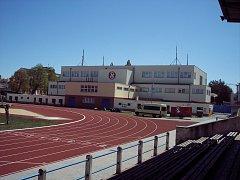 Sokolovna a přilehlý stadion tvoří v Českých Budějovicích výjimečný celek po sportovní i architektonické stránce.
