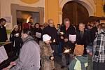 Česko zpívá koledy na náměstí v Borovanech.