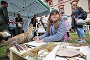 Do loveckého zámku Ohrada na Hluboké se sjeli myslivci. Nejen oni si tu celou sobotu mohli užívat Národní myslivecké slavnosti. Jedním z vrcholů bylo Mistrovství republiky ve vábení jelenů.