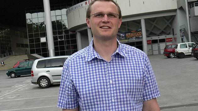 Bývalý extraligový útočník Aleš Krátoška 1. května oficiálně nastoupil do funkce manažera mládeže HC České Budějovice, o.s. Smlouvu má zatím na rok.