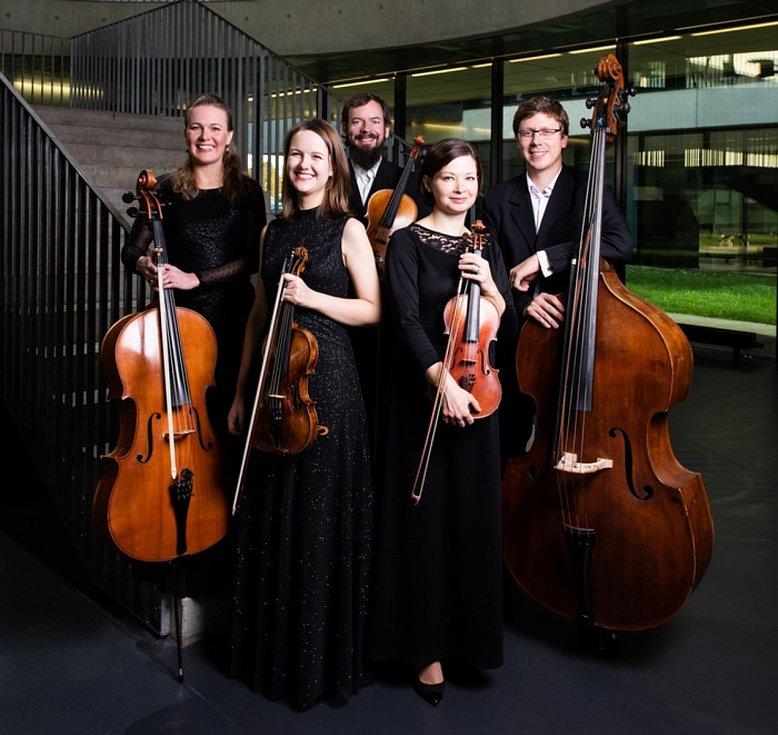 Hudba na soutoku, festival zaměřený na středověkou, renesanční a barokní hudbu, se odehrává v českobudějovických kostelích. Na snímku jeden z letošních účastníků, soubor Barocco Sempre Giovane.