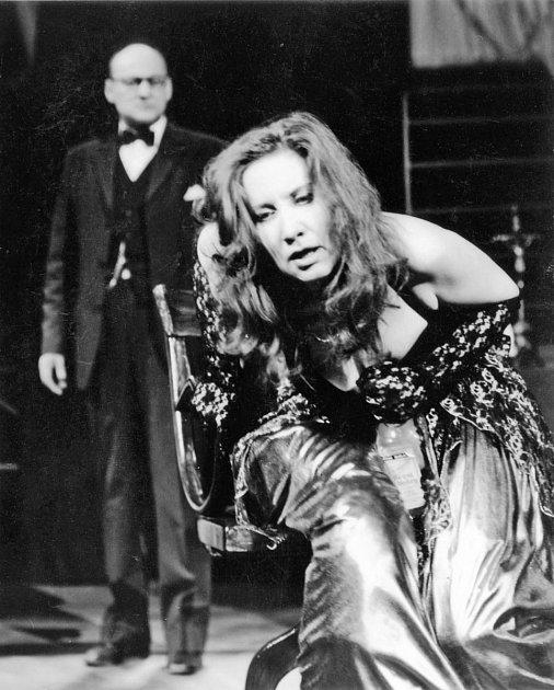 Herečka Jaroslava Červenková jako Emilie Marty ve věci Makropulos, 1996.