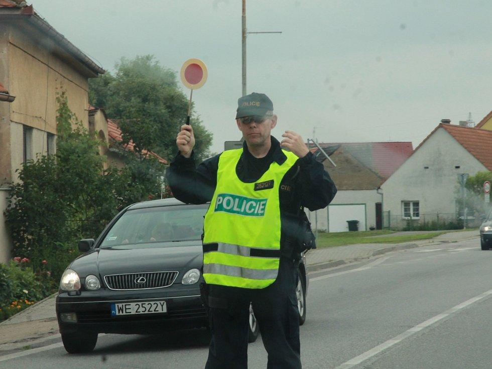 Příjezdové cesty do Budějovic kontrolovala policie v sobotu 6. července.
