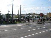 Policejní kordon na Máji 13. července.