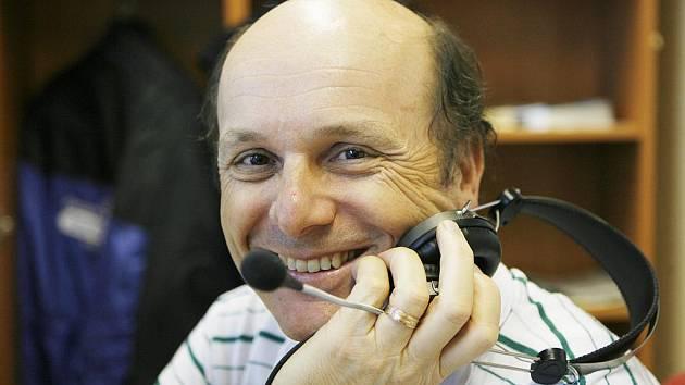 Ivan Mls je s prací s mikrofonem spokojený, i když je to někdy honička.