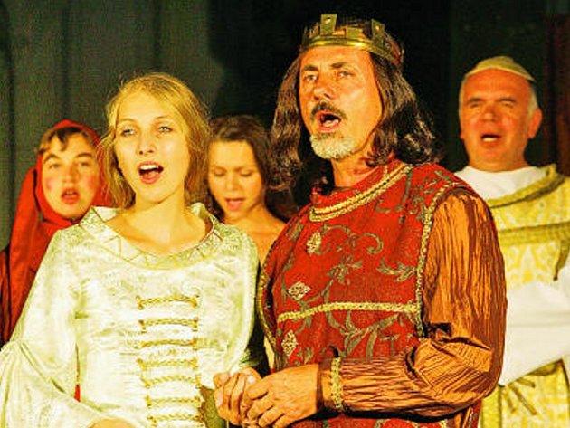 Hlavní protagonisté muzikálu:  Aleš Chrt  jako Karel IV. a Ivanka Plachá v roli  Elišky.