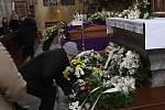 Pohřeb faráře Marcina Żelazného v Trhových Svinech.