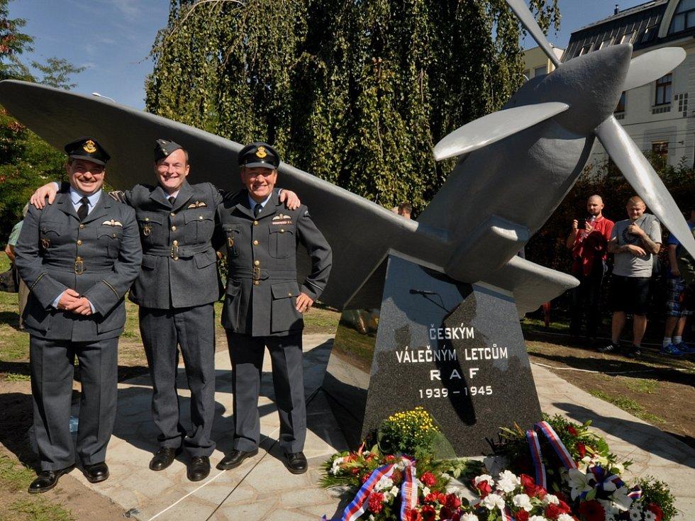 Odhalení pomníku českým letcům RAF v ČB. Dne 12. září 2015.
