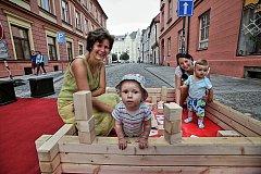 Už třetí ročník pouliční slavnosti Posousedsku zaplnil centrum města divadlem, dětmi a úsměvy.