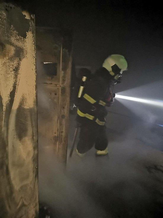 Páteční požár elektrické rozvodny ve vodní elektrárně ve Vidově.