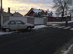 Vyšetřování úterní ranní nehody v Trhových Svinech ukázalo, že řidič auta, které narazilo do sloupu veřejného osvětlení, zemřel ještě před nárazem.