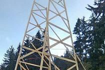 Budoucí věž sněhového kostela v Bavorském lese už má základ.