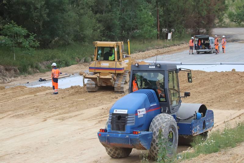 Výstavba dálnice D3 od Veselí nad Lužnicí k Usilnému.