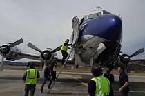 V roce 2000 objevil Sigi Angerer z týmu pilotů Red Bull v Africe letoun DC-6B. Někdejší lesk vrátily stroji čtyři roky oprav. Rozpětí křídel je 35,8 m, max. rychlost 550 km/h.