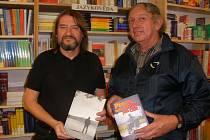 Architekt Jaromír Kročák (vlevo) se spisovatelem Hynkem Klimkem.