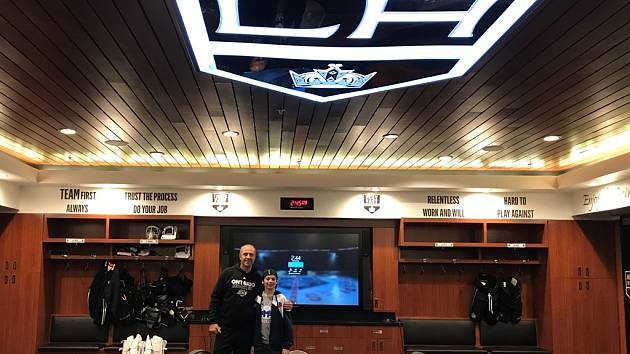 Syn Stanislava Bednaříka Jakub s Jaroslavem Modrým v kabině Los Angeles Kings.