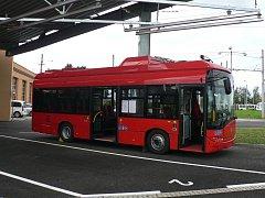 Jedenáct elektrobusů představili ve středu 3. října zástupci budějovického dopravního podniku